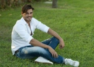 francesco-monte-in-camicia-bianca-e-jeans
