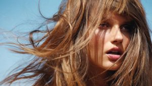 Comment avoir de beaux cheveux brillants