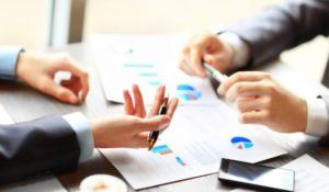 Les avantages d'un traducteur assermenté en affaires commerciales
