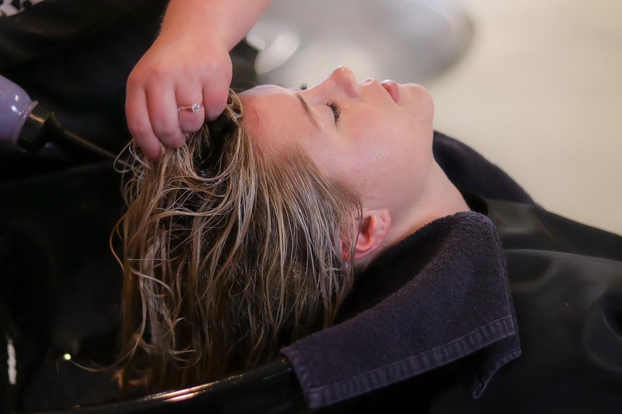 Comment utiliser le jus de citron pour la croissance des cheveux et l'élimination des pellicules ?