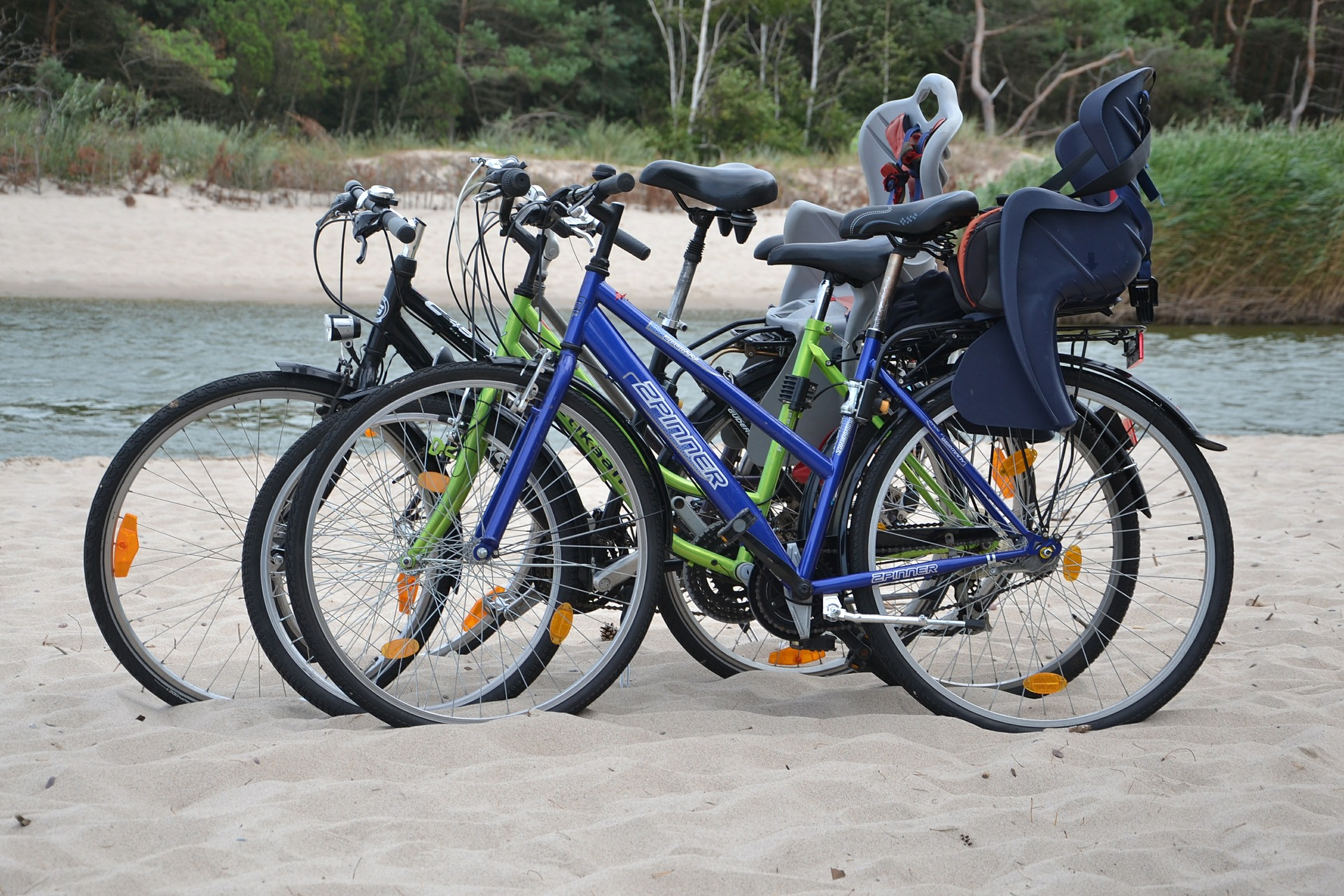 Installez un porte bébé vélo sur votre cadre pour se promener confortablement avec votre enfant!