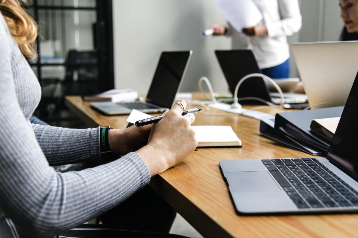 Quels sont les avantages d'une permanence téléphonique externalisée?