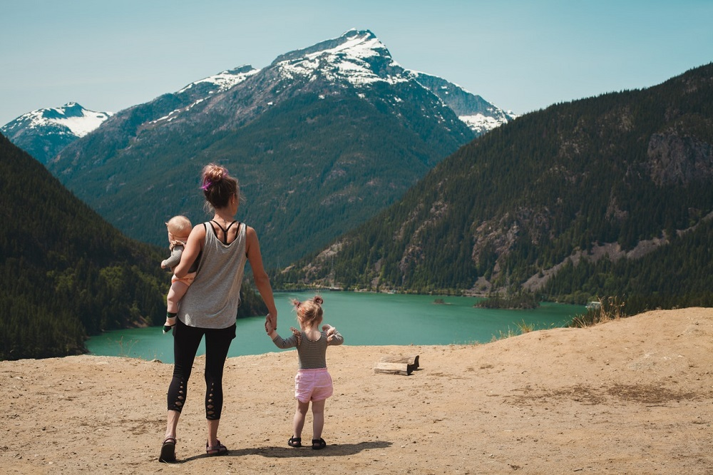 Vacances d'été à la montagne : ce qu'il faut dans la valise de votre enfant